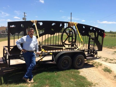 Twin Oaks Entrance gate in Elmendorf, Texas